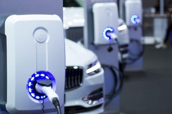 installation borne recharge entreprise voiture electrique hybride rechargeable